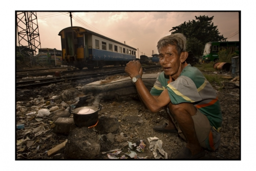 Simon Kolton people from the railway bangkok4.jpg
