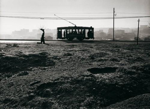 Paco Gómez. Tranvía en el Paseo de Extremadura. 1959.jpg