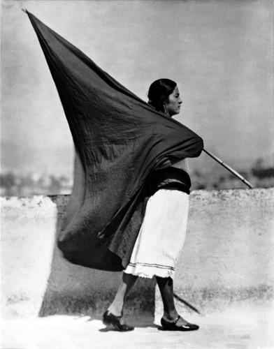 Tina Modotti - Woman with Flag Women with Flag (Mexico City, 1928.jpg