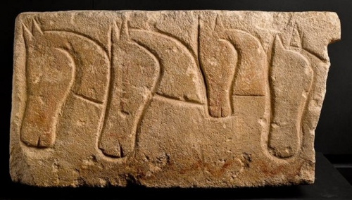 art celte Roquepertuse linteau  IIIe siècle avant notre ère.jpg