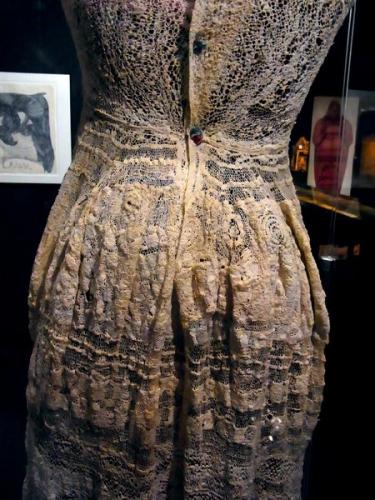 Marguerite Sirvins sans titre, entre 1944 et 1955 robe de mariée détail art brut .jpg