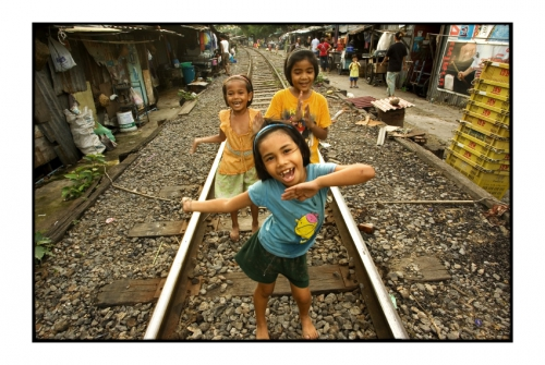 Simon Kolton people from the railway bangkok2.jpg