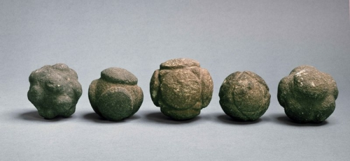 carved stones balls late Neolithic to Bronze Age Aberdeenshire écosse (3).jpg
